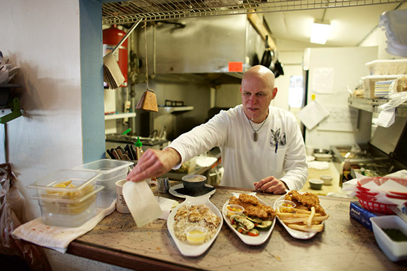 Chef Jesse Tincher, Owner of Blue Dog Bar and Grill in Matlacha, FL. CREDIT PHOTOGRAPHER BRIAN TIETZ